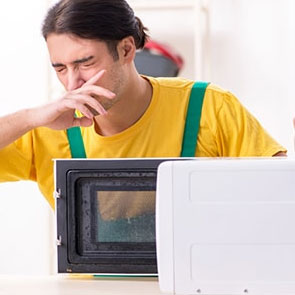 Read more about the article Простые способы устранить запах в микроволновой печи.